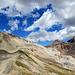 Rückblick auf die beiden Berge von heute: Rechts der kleine, spitzige Corn Chamuotsch, links der Corn Suvretta dessen Gipfel sich hinter dem rechten Vorbau da oben befindet.