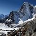 Links; Ama Dablam (6856m), Mitte; Taboche Peak (6367m)