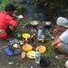 Mittagspause - das Mahl wird bereitet