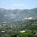 Blick zu den Gipfel hinten im Tal. Ob es der Pizzo d'Evigno (989 m) ist oder ein Vorgipfel weiss ich nicht. Auf jeden Fall kann man vom Fotostandort aus über den Kamm zum Gipfel wandern<br /><br />Anm. v. 08.01.12: Der Pizzo d'Evigno befindet sich links außerhalb des Bildes