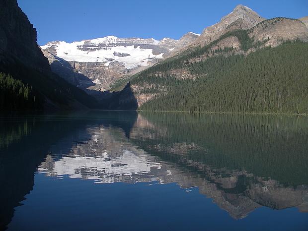 Der Lake Louise vor dem Abmarsch: schöne Morgenstimmung