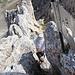 Den eigentlichen Gipfelfelsen erklimmen wir durch die für Übergewichtige ungeeignete, ostseitige Scharte