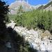 Aufstiegsweg von Praz de Fort am Ufer der Reuse de Saleina