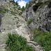 Mit Ketten gesicherter Aufstieg <br />(ca. 120 Höchenmeter werden über eine sehr gut mit Ketten gesicherte Steilstufe überwunden)