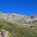 Da hinauf geht's erst mal - oben angekommen ist das dann aber was Höhe angeht schon mehr als die halbe Miete. Der Einschnitt rechts, das Val Pischa.