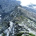 Der weitere Aufstieg: Leichte Kletterstellen wechseln mit Gehgelände, wie ...