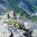 Noch einmal Tiefblick über den Schlössligrat ins Durnachtal. Die letzten soliden Felsen, ab ...