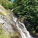 Der Bergwanderweg von Elm zum Segnaspass führt an einigen malerischen Bergbächern vorbei.