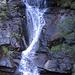 Lungo la salita si incontrano numerose cascate.