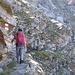 Lungo il fantastico sentiero scavato nella roccia che conduce alla bocchetta c'è un breve tratto attrezzato con cavo metallico.