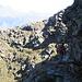 ...lungo il formidabile sentiero scavato nella roccia.