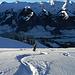 Agnès pointe ses skis vers le vin chaud du Buffet de la Gare de Frutigen