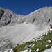Unterhalb des Westl. Schoßkopf, mit Blick auf den oberen Teil der Großen Schoß (Aufstiegsroute von links in die Scharte und rechts über Grat zum Gipfel)