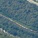 Linien in der Leventina: Ticino, Gotthardbahn und Autobahn.