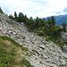 Unübersichtliches Gelände mit kaum sichtbaren Pfaden auf der Südseite des Passo dei Laghetti.