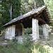 Kapelle im Abstieg von Usc nach Sobrio.