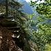 Steintreppe über dem Abgrund am Aufstieg von Cauradisc, Corte di Fondo zu Corte di Mezzo