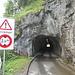 Es geht durch einige Tunnel's dem See entlang