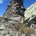 die etwas heikle Stelle im Abstieg über eine Gratstufe (II, vermutlich eher T6)