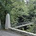 Über die Brücke und rein in die Schlucht