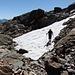 eines der wenigen Restschneefelder die der Schneespitze wenig Ehre machen