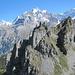 Vorne P. 2200 und P. 2215 (?), dahinter Eiger und Jungfrau