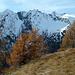 Hier verläuft der Weg auf der westlichen Seite des Dorferkamms.<br />Der Blick geht über das Maurertal zu den südöstlichen Gipfeln des Maurerkamms.