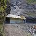 Gut gesichert, guter Schutz vor Wasser und Steinschlag