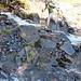 Wer so weit nach oben fährt, muss dafür den Ängibach über rutschige Steine queren und gelangt damit auf den markierten Bergwanderweg.