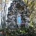 Gleich neben dem Gipfel steht eine Madonna. Trotz des Namens des Gipfels hat man hier keine Aussicht ! Wieso heisst denn dieser Hügel nur so? Oder hat einmal einer hier oben die Erleuchtung gehabt?