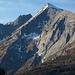 Die Südroute aus dem Virgental verläuft über steile Grashänge und Schrofen von links unten schräg rechts hinauf zum Gipfel.