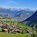 Start im schön gelegenen Dorf Vex. Einbick ins bissenreiche Tal der Lienne.