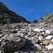 La ripida pietraia detritica che adduce alla bocchetta posta a 2600 m circa