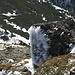 Vom Wind geformte Eisnadeln an einem Fels, gesehen beim Abstieg vom Turkul (1933m).