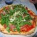 """Zum Glück, es gibt sie noch, unsere Lieblingspizzeria in Lacona: Il Pirata.<br />Der Besitzer, Franco, kommt aus Ägypten. Seine Frau Irma aus Avellino in Süditalien. Es gibt auch eine Pizza """"Dolce Irma"""". Irma ist eine hervorragende Köchin und beide sind sehr nette Leute. Die beiden haben 2 Söhne. Omer und Tamer. Das hier ist die Pizza Tamer.<br /><br />Che grande fortuna! C`è ancora la nostra pizzeria preferita da tanti anni a Lacona: il Pirata. Il proprietario, Franco, viene dal`Egitto. La sua moglie di Avellino nel sud d`Italia. C`è anche la Pizza """"Dolce Irma"""". La Irma è una cuoca molto brava. Sono molto gentile tutte le due e hanno due figli: Omer e Tamer. Questa pizza si chiama pizza Tamer."""