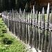 kunstvoll gestaltetet Zaun in Südtiroler Wertarbeit; schee war's, die 3 Tage in Südtirol!
