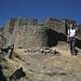 Tobias vor Inka-Ruinen in Pisaq.