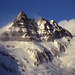 Cerro Techado Negro (2152m). Starker Sturm verweht den Schnee am Ostgrat.
