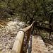 Das abfließende Wasser 'versteinert' quasi alles bis hinunter ins Tal der Supersach (Blick von oben).