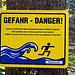 Was soll uns dieses Gefahrenschild sagen?<br />Blaue Nacktschnecken jagen übers Wasser laufende Jogger?<br />Können Österreicher übers Wasser laufen? ... Fragen über Fragen  <br />;-)))  nix füa unguat<br />