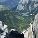 Kurz vor dem Gipfel ein interessanter Tiefblick auf den kleinen Ahornboden und ins Johannestal hinaus bis zum Rißbach.
