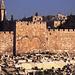 Das Goldene Tor. Dies ist das einzige Stadttor mit direktem Zugang auf den Tempelberg. Allerdings wurde dieser Zugang im 16. Jahrhundert zugemauert. Vor dem Tor befindet sich ein islamischer Friedhof.