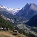 Blick über das Val d'Hérens oberhalb von Evolène. Am Talende die Dent Blanche (4357m).