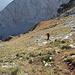 Im Aufstieg zum Maglić / Маглић (Route durch die Ostflanke) - Rückblick. Kurz vor Erreichen des Kamms wird das Gelände wieder flacher.