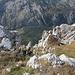 Crnogorski Maglić / Црногорски Маглић - Tiefblick aus dem Gipfelbereich ins Tal am Suva jezerina / Сува језерина, fast exakt 1.000 m unter uns.