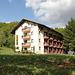 """In Tjentište / Тјентиште - Das Hotel """"Mladost"""" bietet sich nicht nur als Standort für sämtliche Unternehmungen im Nacionalni park Sutjeska / Национални парк Сутјеска (Nationalpark Sutjeska) an, die Rezeption ist auch eine Art """"Infocenter""""."""