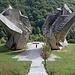 In Tjentište / Тјентиште - Am Denkmal zur Schlacht an der Sutjeska. Die Dimensionen sind durchaus beeindruckend.