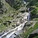 Der Rein da Sumvitg stürzt sich über die Felsen der Frontscha hinunter