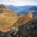 Im Aufstieg zum Stand, links Elsighorn, rechts der Bildmitte Chilchhorn