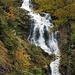 Schöner Wasserfall an der Strasse nach Elsigbach, dank dem regnerischen Wetter viel Wasser für Oktober